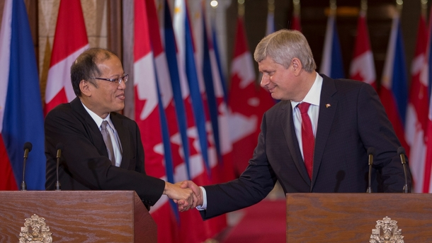 Prime Minister Stephen Harper and Benigno Aquino III, President of the Philippines, shake hands following a joint press conference in Centre Block on Parliament Hill. - See more at: http://pm.gc.ca/eng/news/2015/05/08/pm-announces-new-initiatives-will-deepen-relations-between-canada-and-philippines#sthash.ycwgk5EH.dpuf