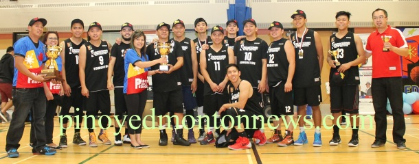 Crosstown Auto Centre receives the championship trophy from organizing committee member Rande Cagalitan after winning the final game of the 2nd Edson Filipino Inter-Town Basketball League, Sunday. In the photo are (left to right) organizers Rodel Gravides and Aileen Gabito, Liam Baui, Edwin Arciaga, Floydd Eyao, Cagalitan, team captain Dodo de Guzman, Erdz Orquez, Jayson Caag, Derrick Rodriguez, Lemuel Baui, Sam Cajilig, Sarce Garcia, Virlou Orquez, Virson Orquez, JR Eje and coach Chester Tiongson.(Photo by Moses Billacura/pinoy edmonton news)