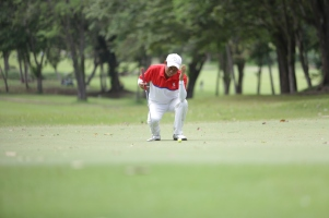Rodel Mangulabnan, Luisita team reacts after missing his putt at hole 12.